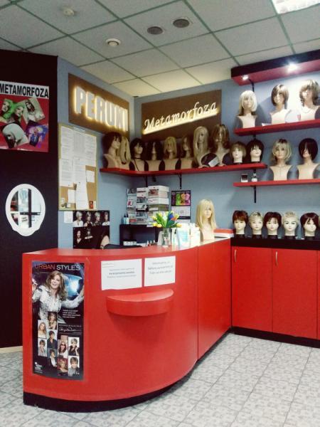 salon z perukami 003