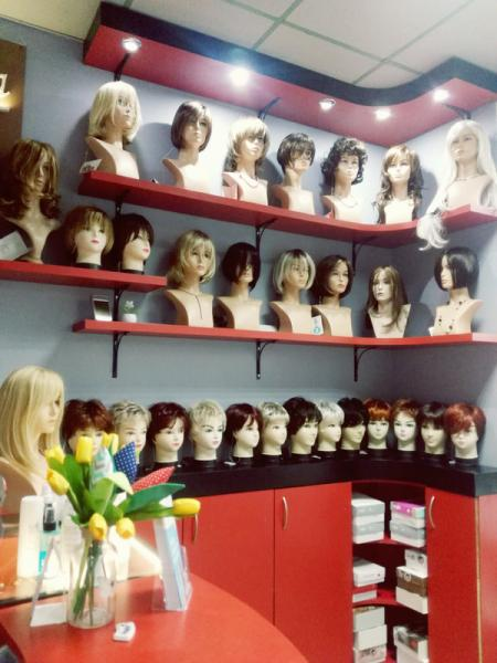 salon z perukami 006